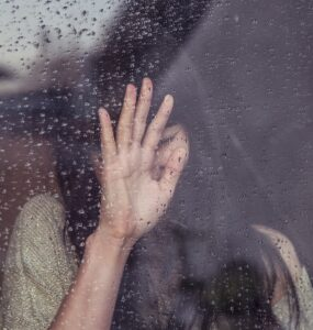 """""""Uczucia należy przeżyć, a nie zmieniać za pomocą myśli""""- John Ruskan"""
